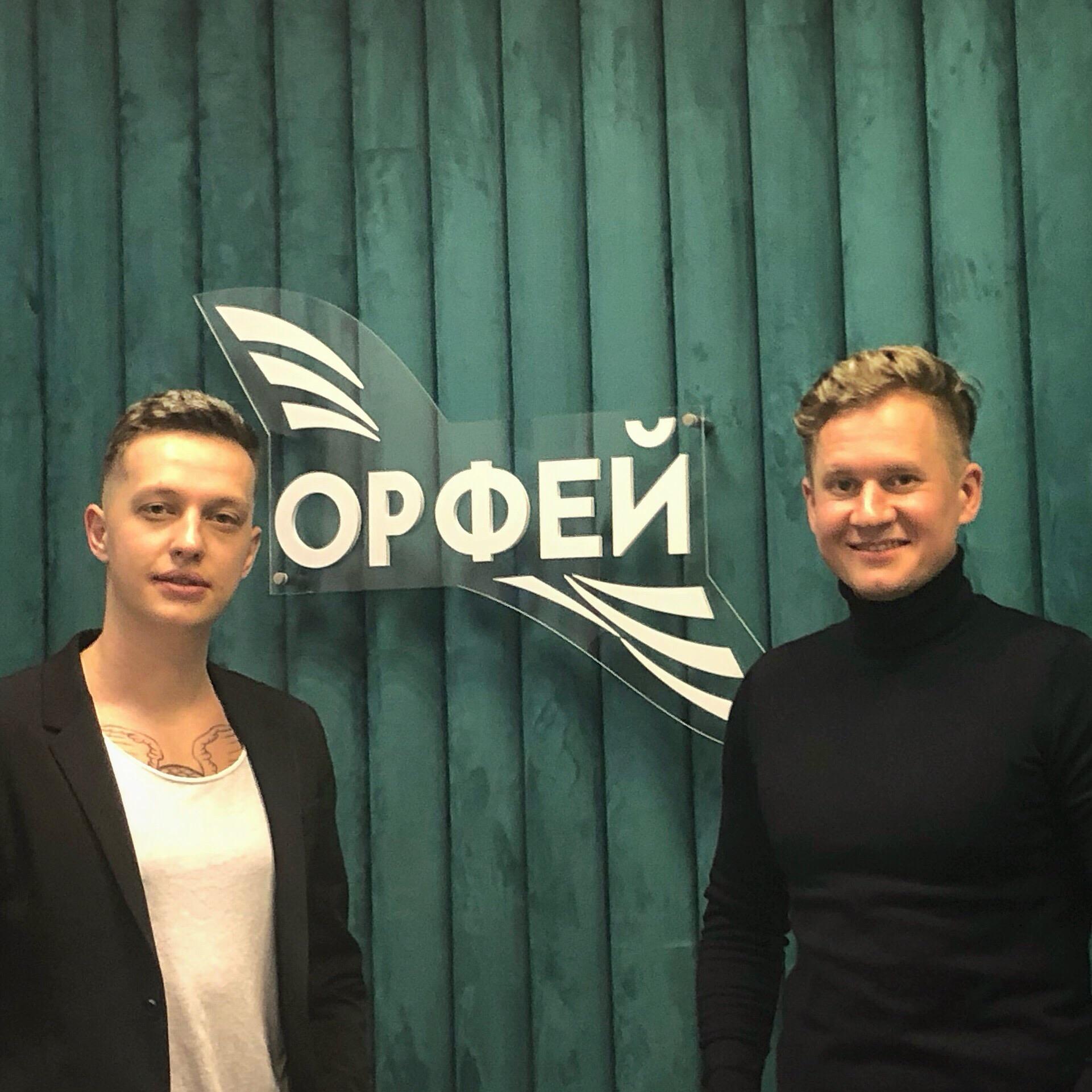Солисты группы ПЯТЕRО Антон Иванов и Евгений Сапелов